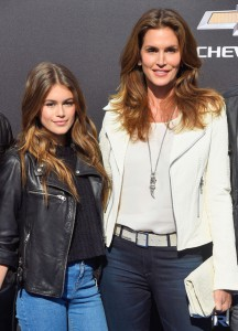 rs_634x879-150509201317-634-cindy-crawford-kaia-gerber-mini-me-tomorrowland-disney-premiere-050915